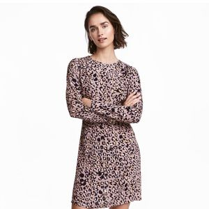 H&M Printed, long-sleeve dress NEVER WORN